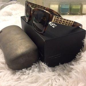 CHANEL Accessories - CHANEL tortoise sunglasses